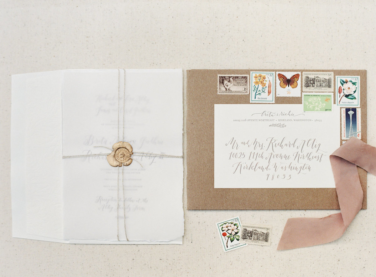 Lovely wedding invitation suite flat lay photo.