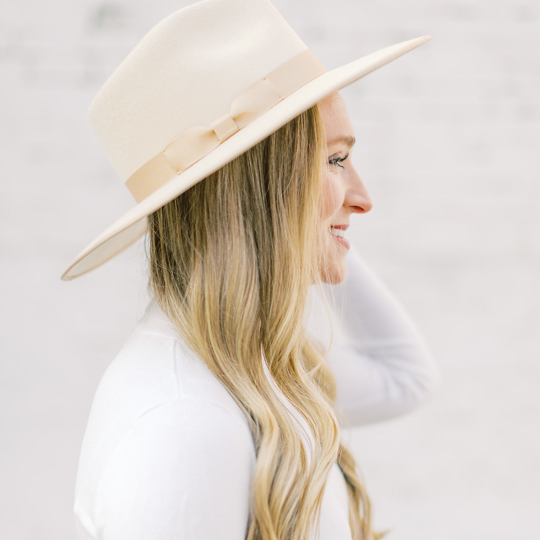 © 2019 Ashley Nicole Photography_Jackie Clocking Out Blog_Omaha_Fashion Blogger_Hat