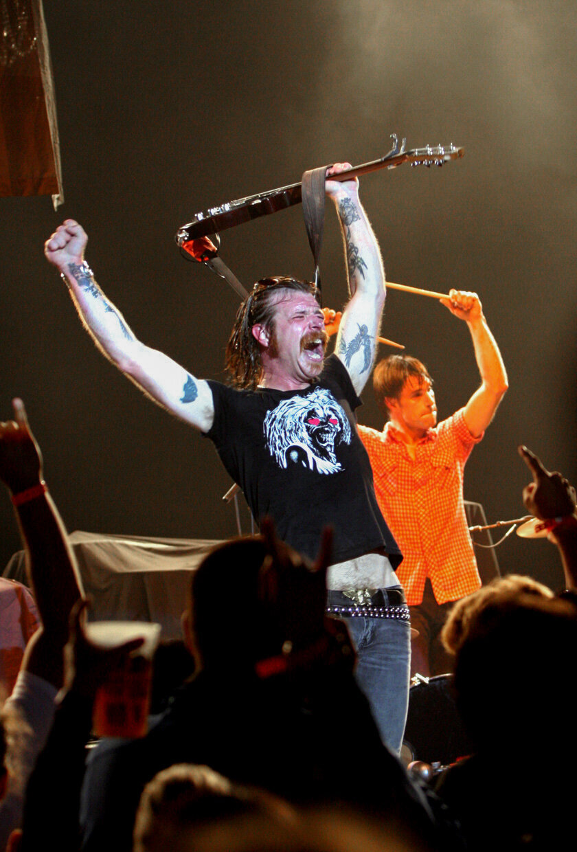 008-Eagles-of-Death-Metal-QOTSA-2006-Jesse-Hughes-Kelli-Hayden