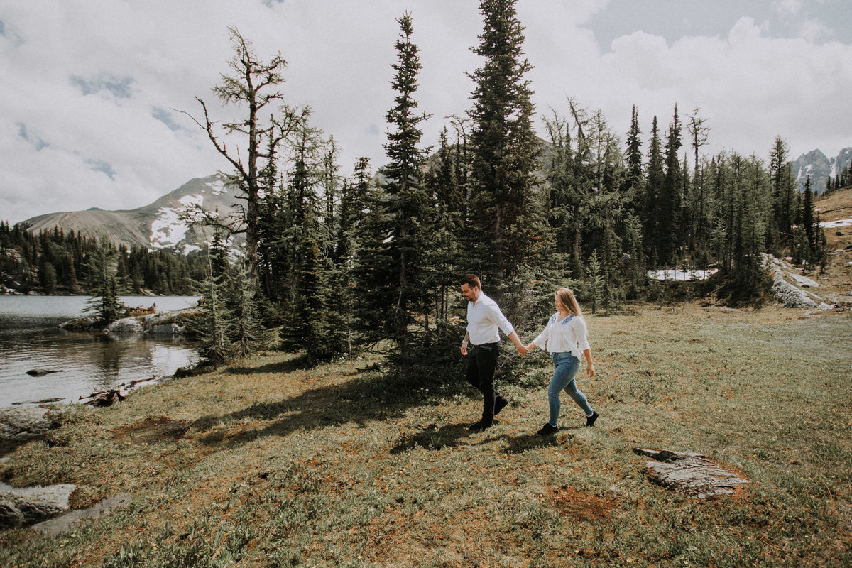 couple landed at Marvel Pass by Alpine Helicopters for an engagement adventure session by Twenty Twenty Photography