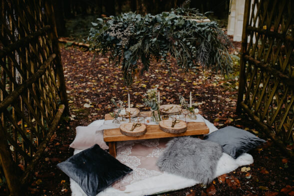 Outdoor-Woodland-Wedding-Ideas-Geometric-Meraki-Wedding-Photography-42-588x392
