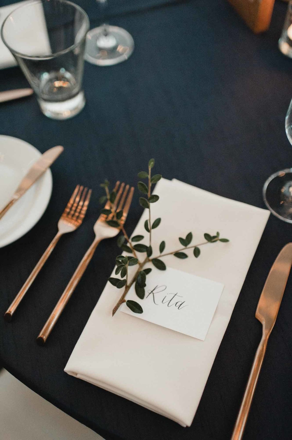 Such a sweet detail of greenery napkin accent
