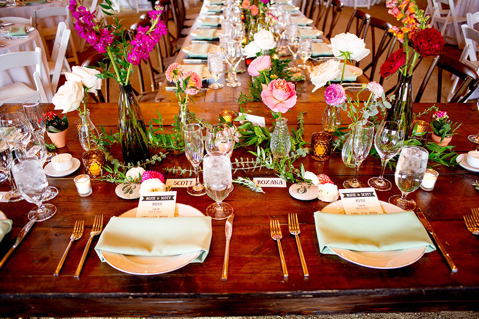 Granby-Colorado-Strawberry-Creek-Ranch-Wedding-Fire-on-the-Mountain-Wedding-Pops-of-Color-Fire-hot-colors-head-table