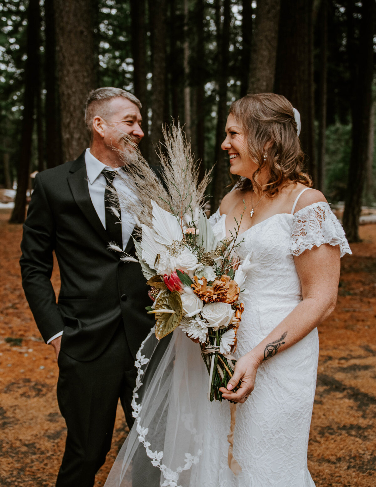 suttle-lake-sisters-oregon-lodge-woods-vow-renewal-photographer-wedding-elopement-2563