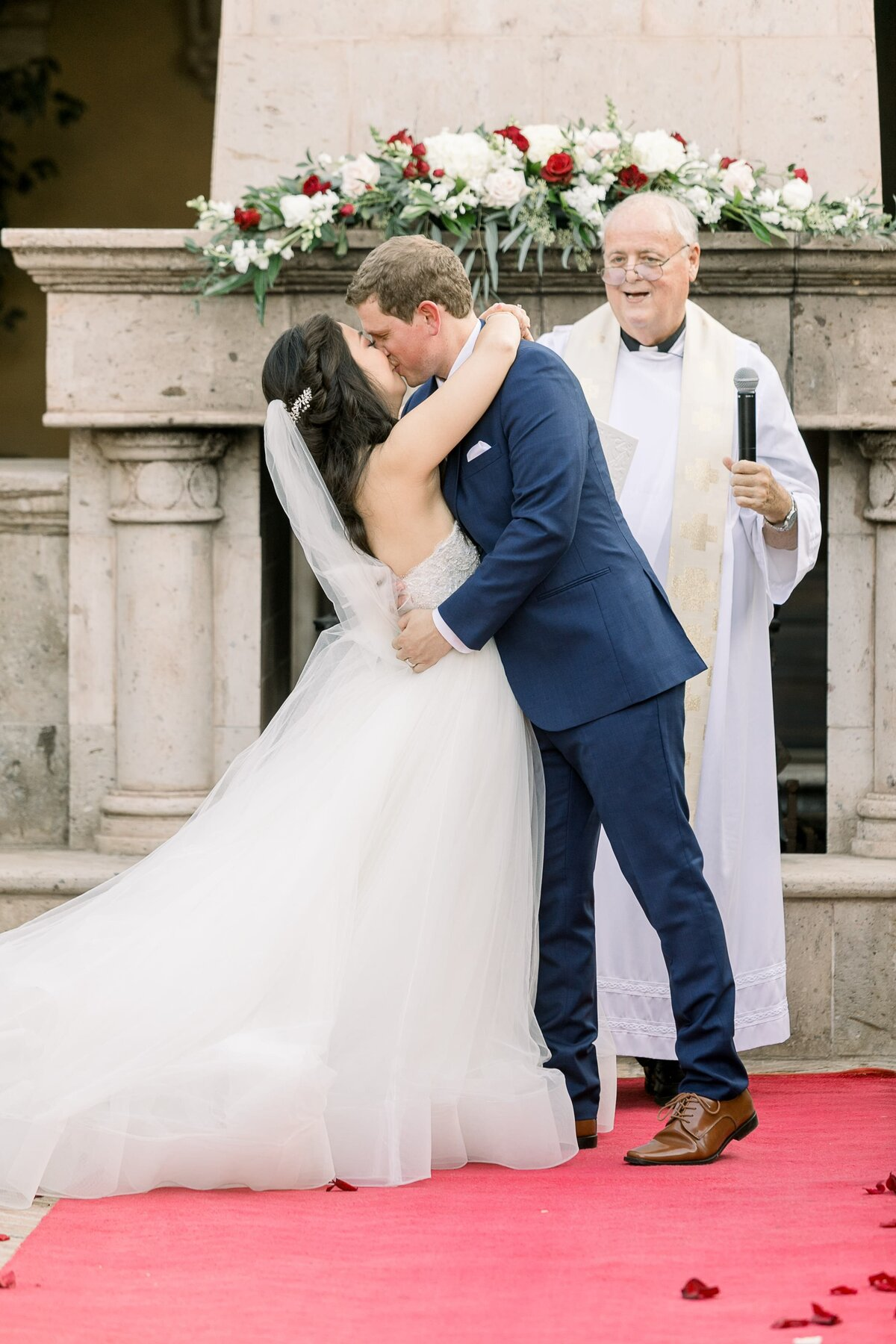 bride-and-groom0frist-kiss-as-newlyweds