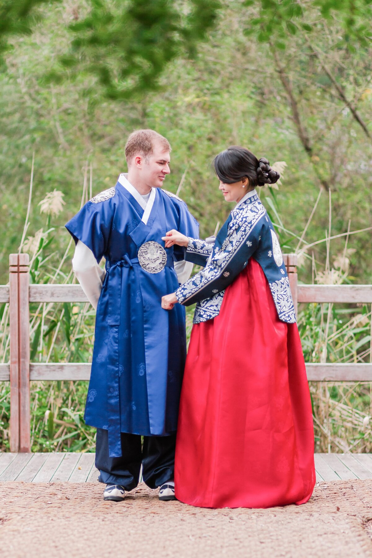 Seoul-South-Korea-Bridal-Engagement-Shoot-Eunpyeong-Village-Hanok-0031