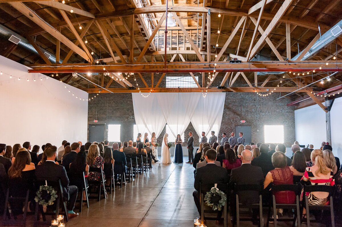 Warehouse-215-wedding-by-Leslie-Ann-Photography-00055