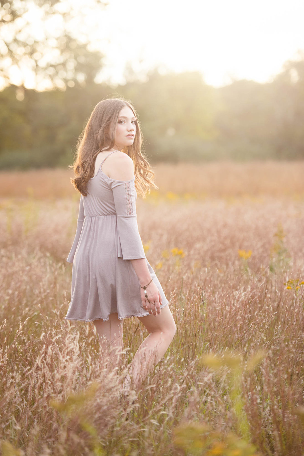 modern senior pictures in field of flowers minnesota photographer3