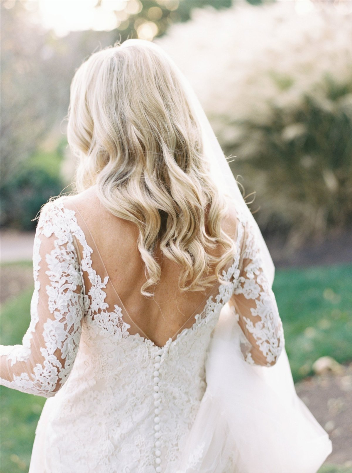 Soft wave bridal wedding day hairstyle - loose curls