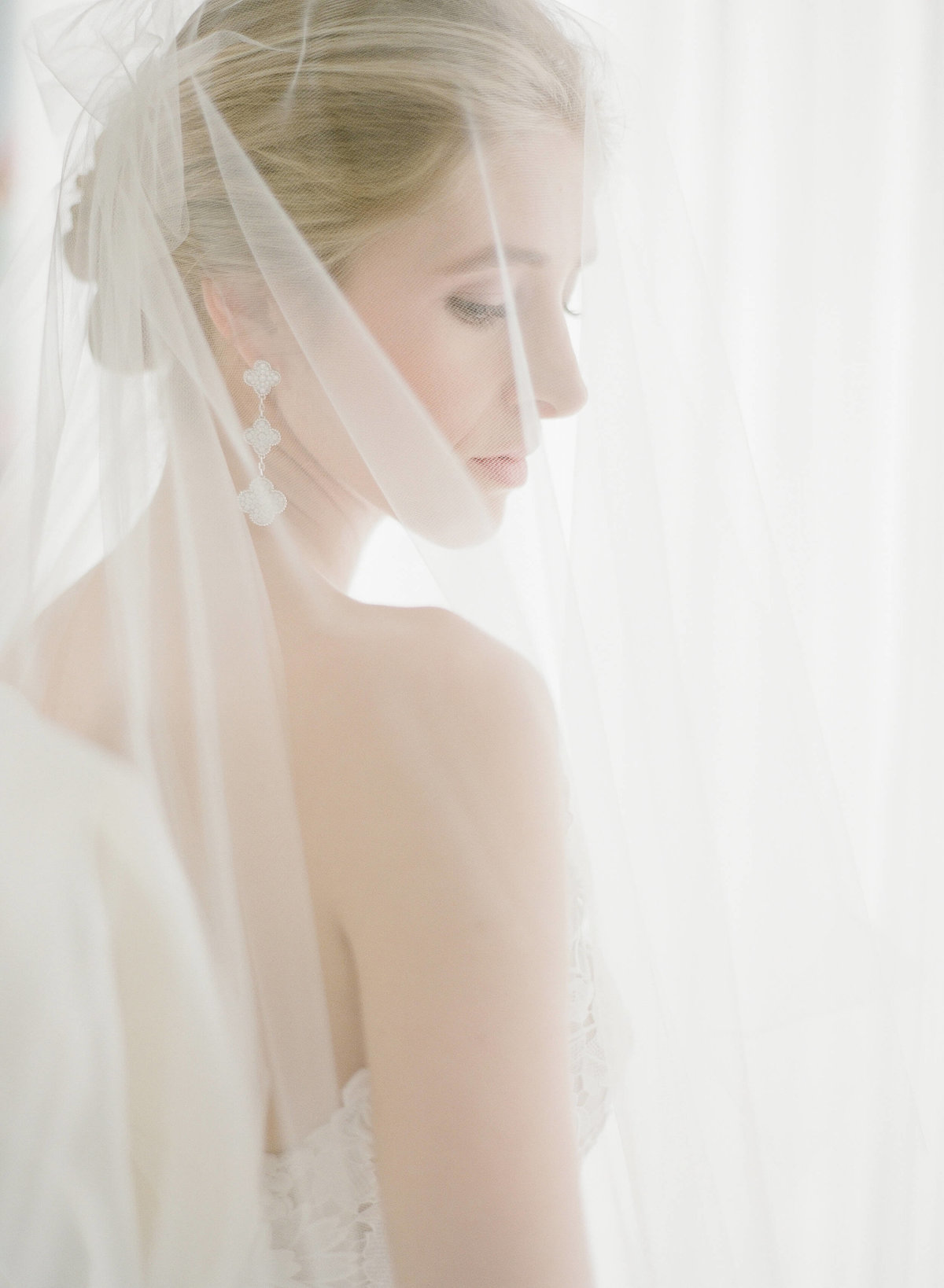 9-KTMerry-weddings-bridal-veil-portrait