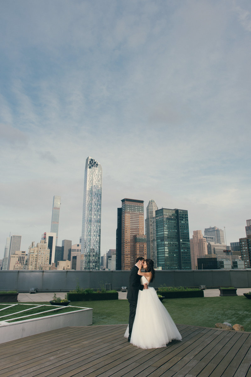 nyc skyline wedding kiss liberty state park love urban city photography