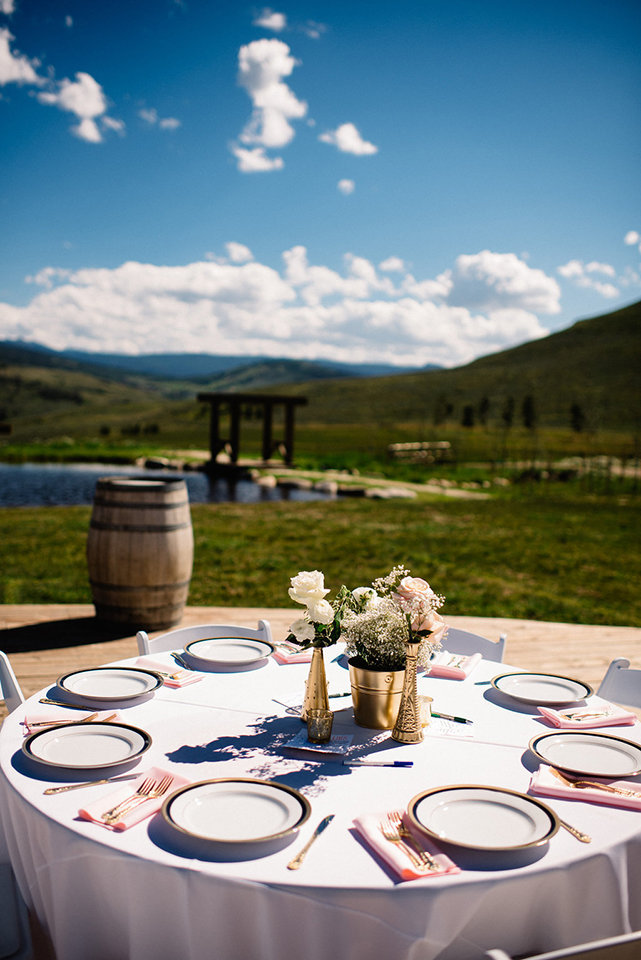 Strawberry-Creek-Ranch-Modern-Minimalist-Outdoor-wedding-in-Granby-Colorado-Table-setting