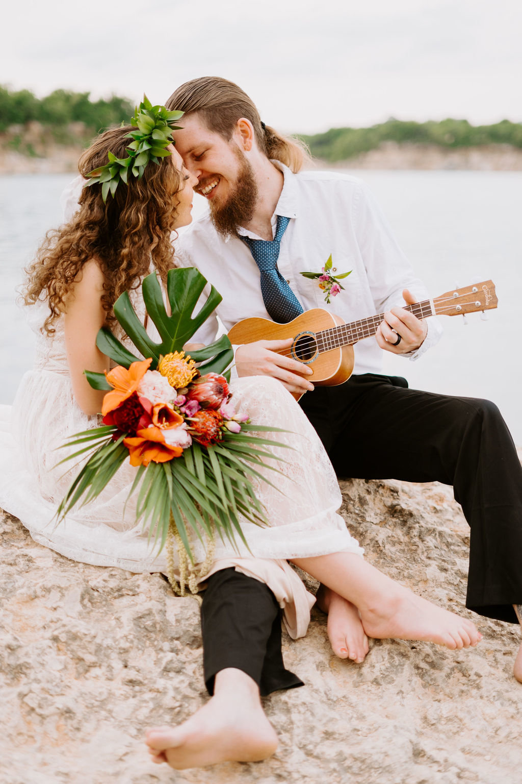 hawaii-adventurous-cliffside-elopement-wedding-photographer-37