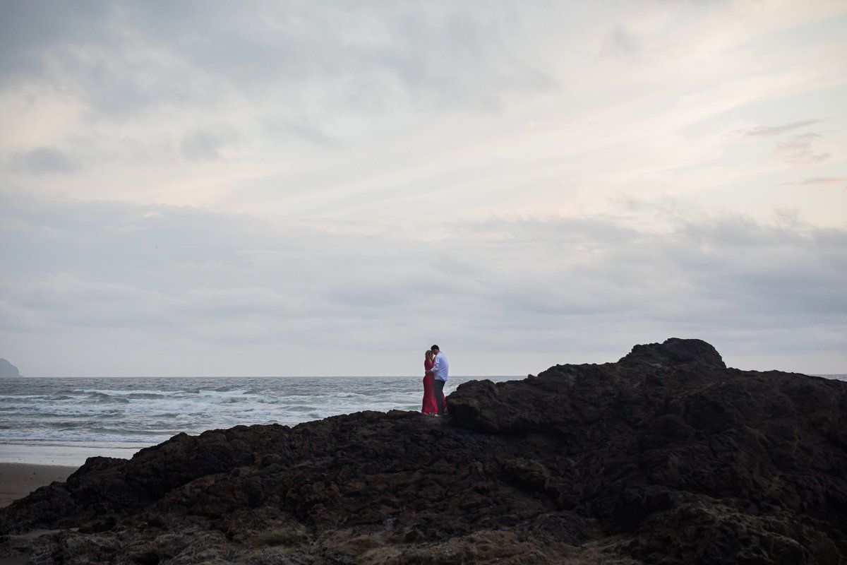 Oregon-oceanside-elopement-couples-photography-session-beach_(1_of_8)