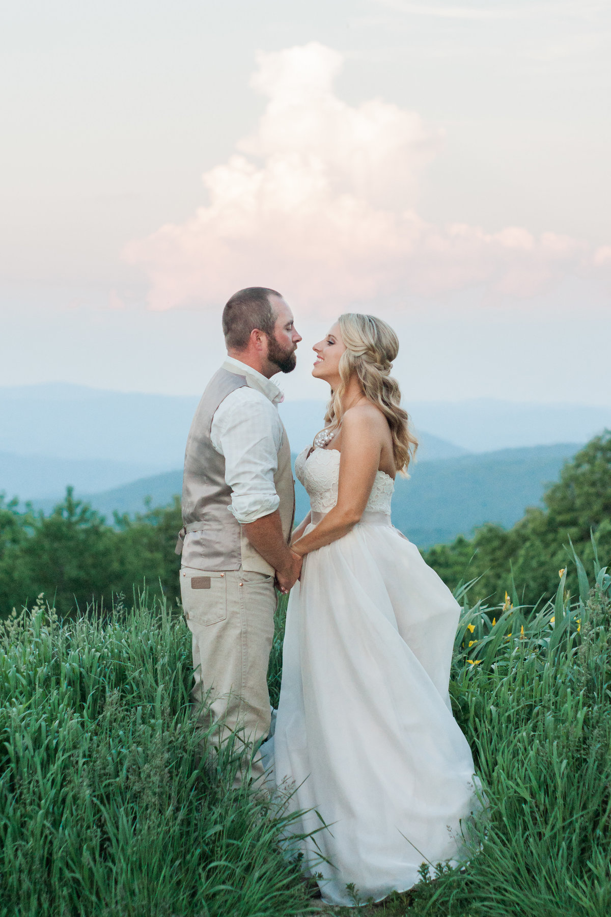 Outdoor wedding ceremony photographed at Overlook Barn by Boone Photographer Wayfaring Wanderer. Overlook Barn is a gorgeous venue on Beech Mountain.