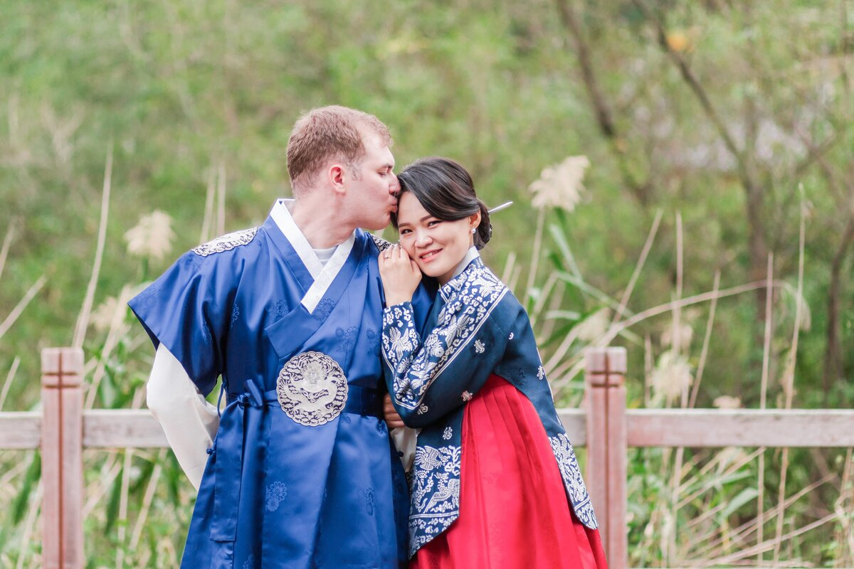 Seoul-South-Korea-Bridal-Engagement-Shoot-Eunpyeong-Village-Hanok-0027