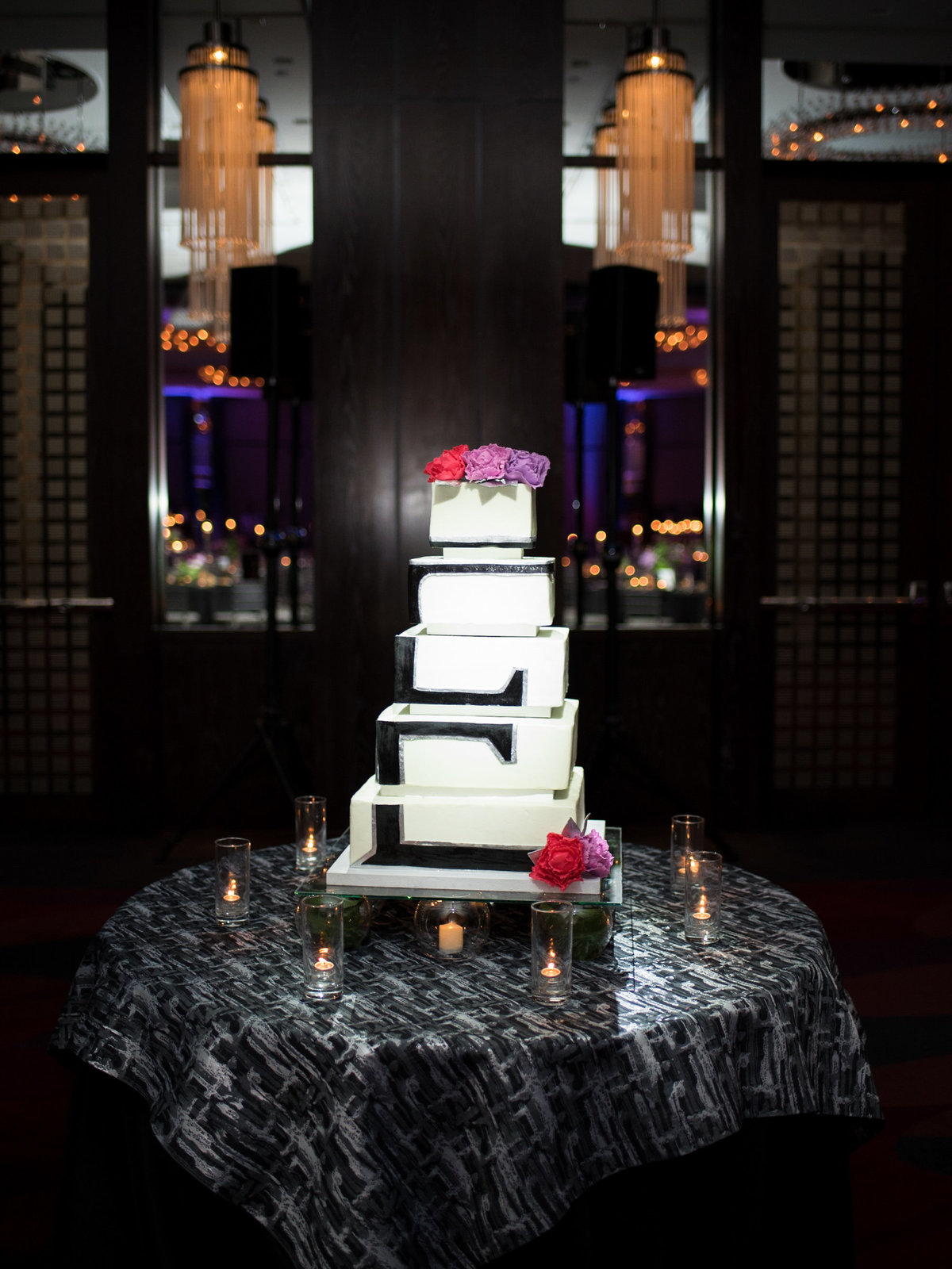 Courtney Hanson Photography - Modern wedding at The Joule-2887