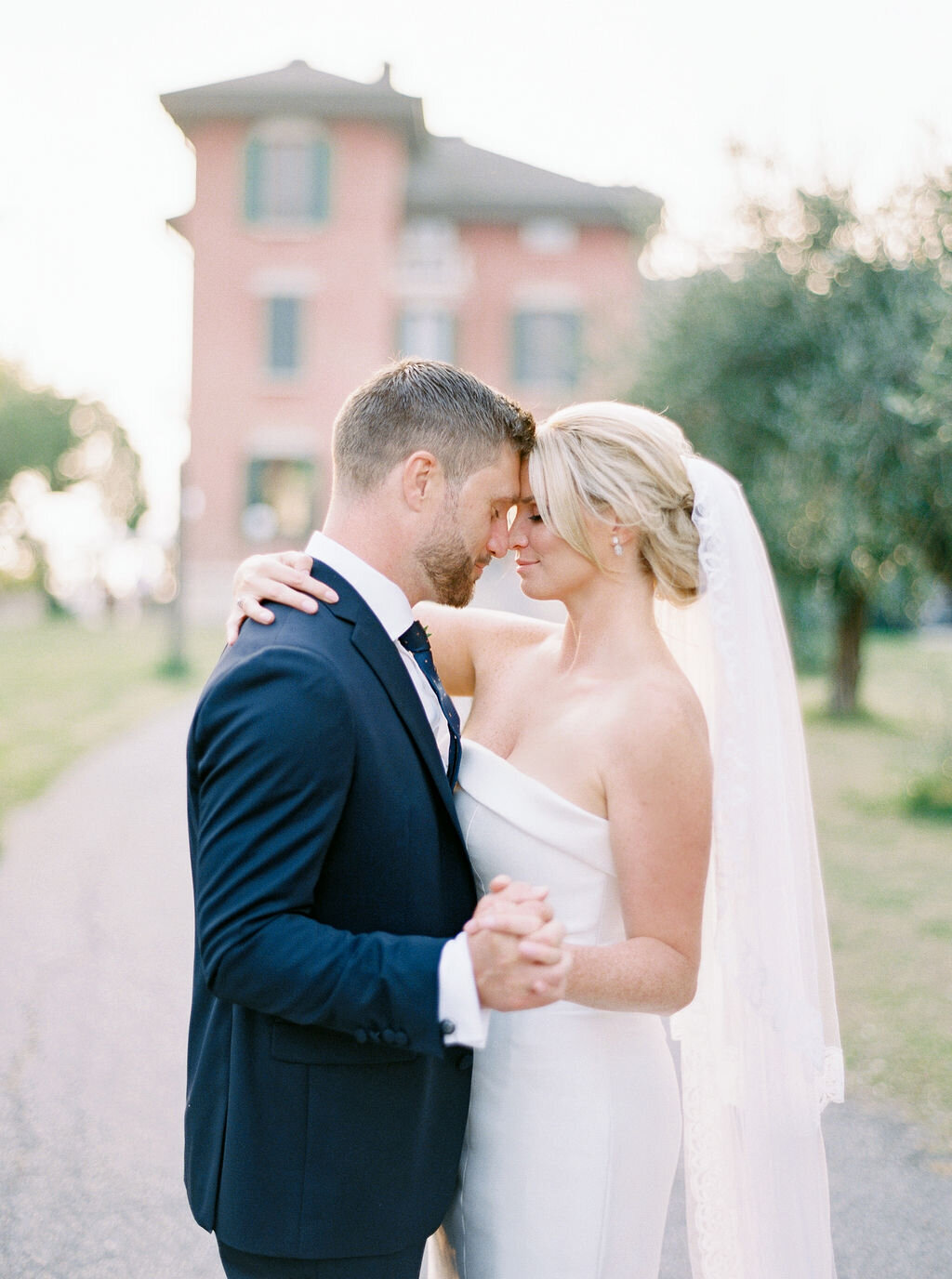 best-italy-wedding-photographer-soft-airy-lake-como-garda-mike-hannah-previews-16