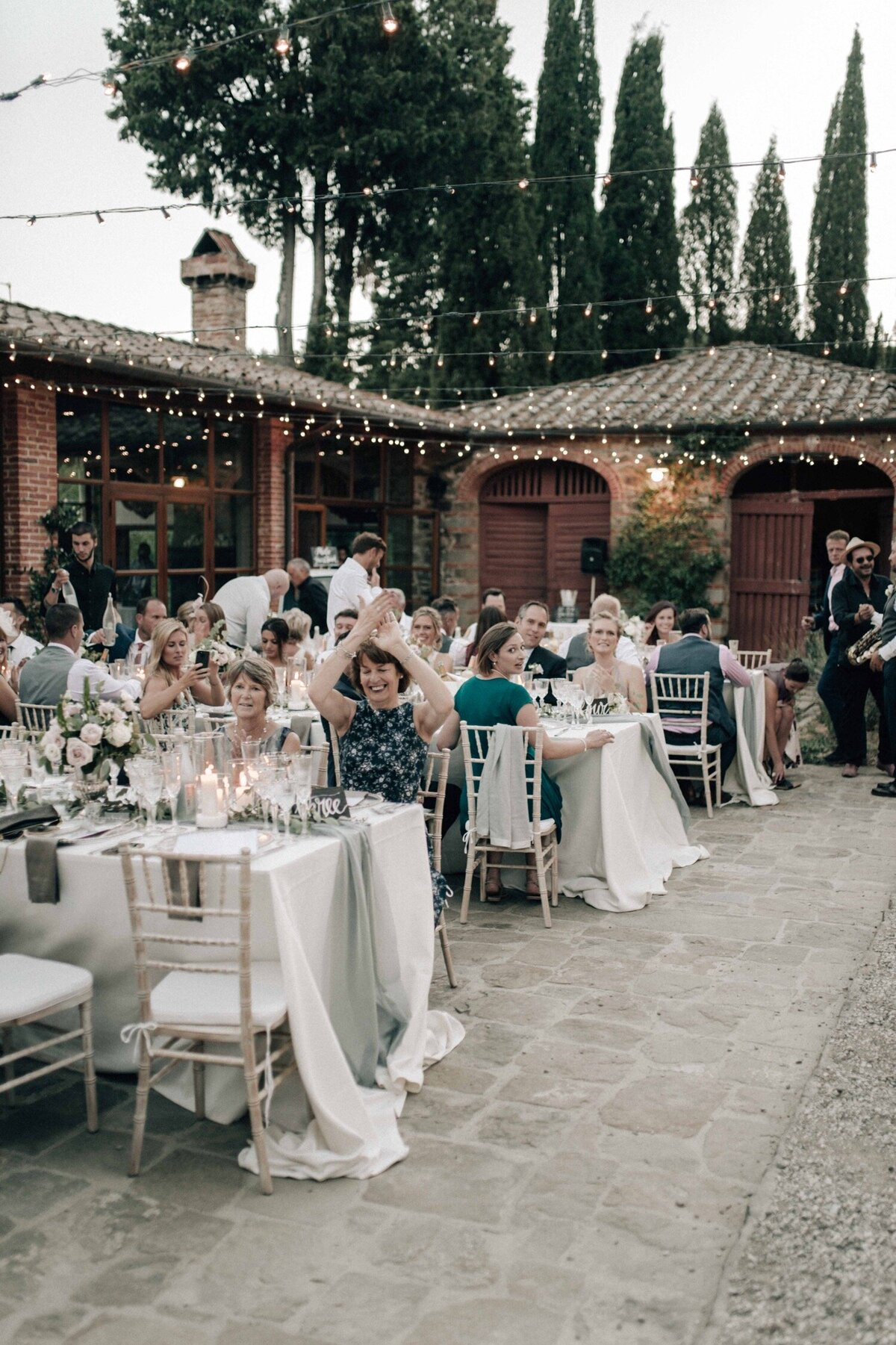 144_Tuscany_Luxury_Wedding_Photographer (160 von 215)_So thankful to be a luxury destination wedding photographer in Tuscany! Claire and James invited their beloved family & friends from London to their luxury wedding in Tuscany.