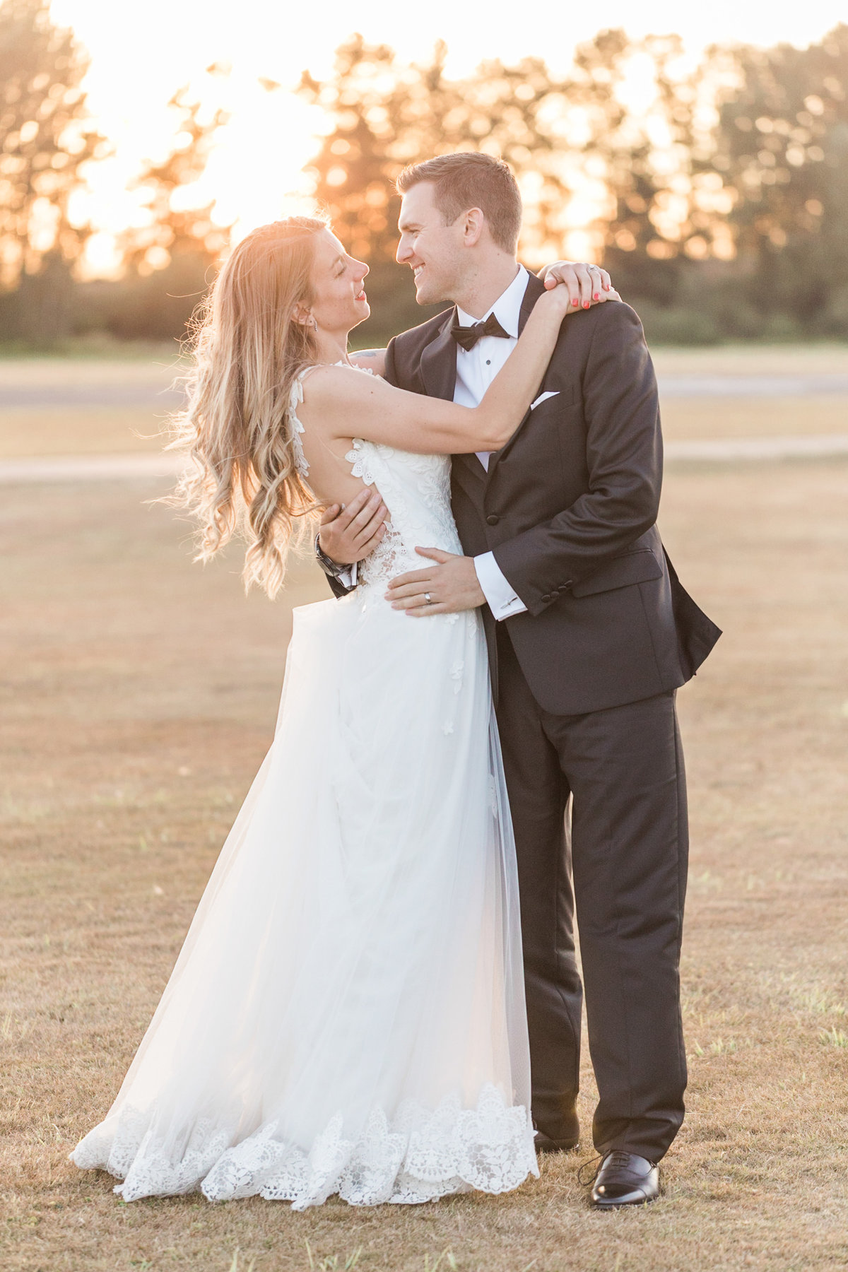 Snohomish_Wedding_Photographer_Hidden_Meadows_Harvey_Airfield