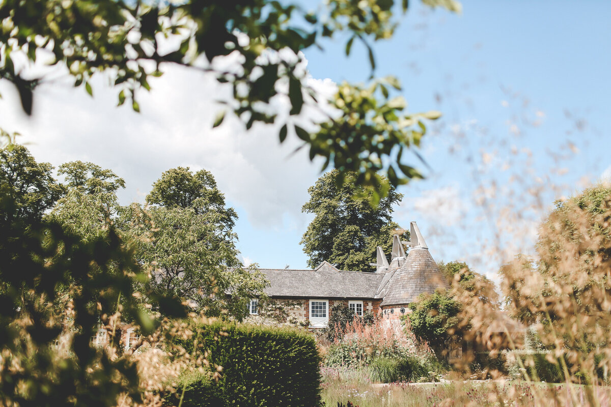 BURY-COURT-BARN-WEDDING-SUMMER-0001