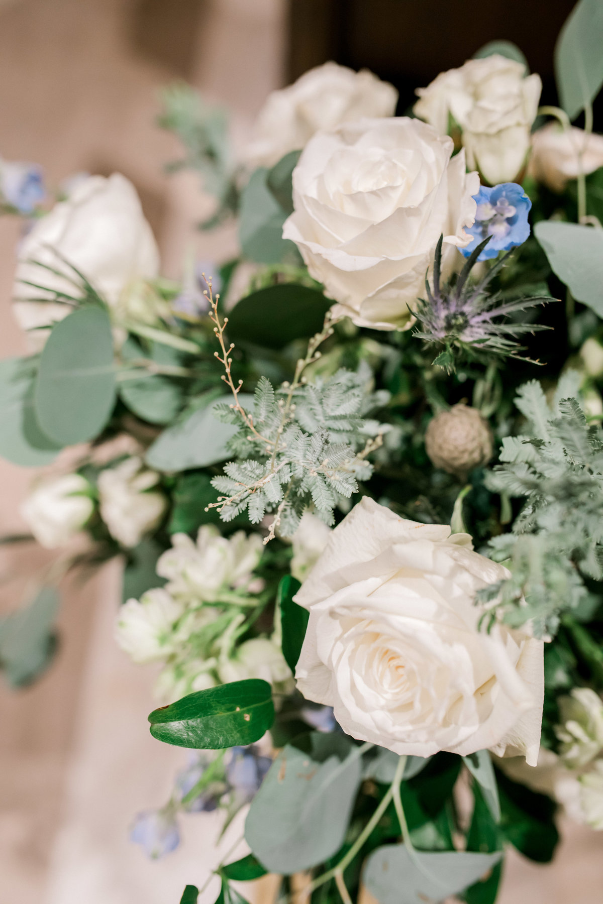 omaha wedding planner and florist downtown Slowdown wedding blue and white by Lindsay Elizabeth Events5