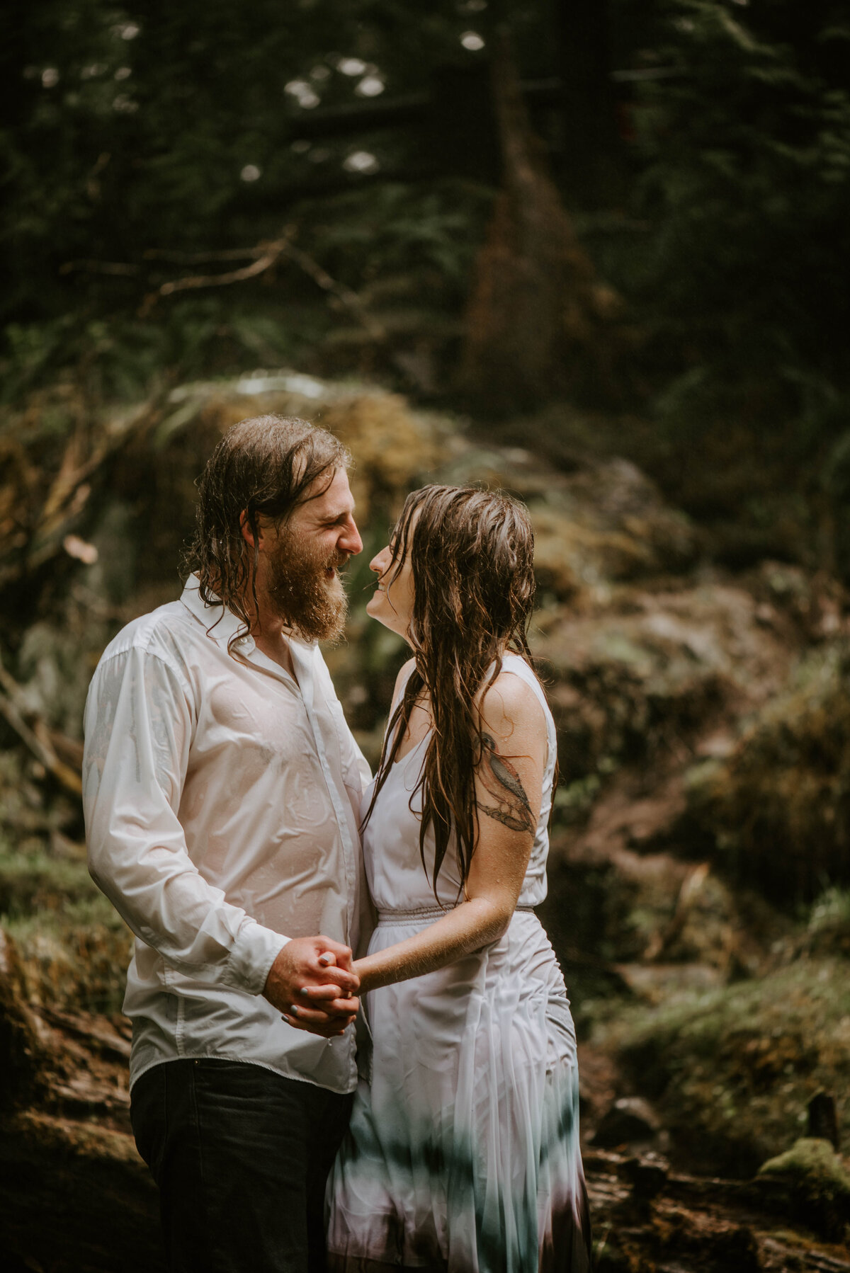 sahalie-falls-summer-oregon-photoshoot-adventure-photographer-bend-couple-forest-outfits-elopement-wedding8647