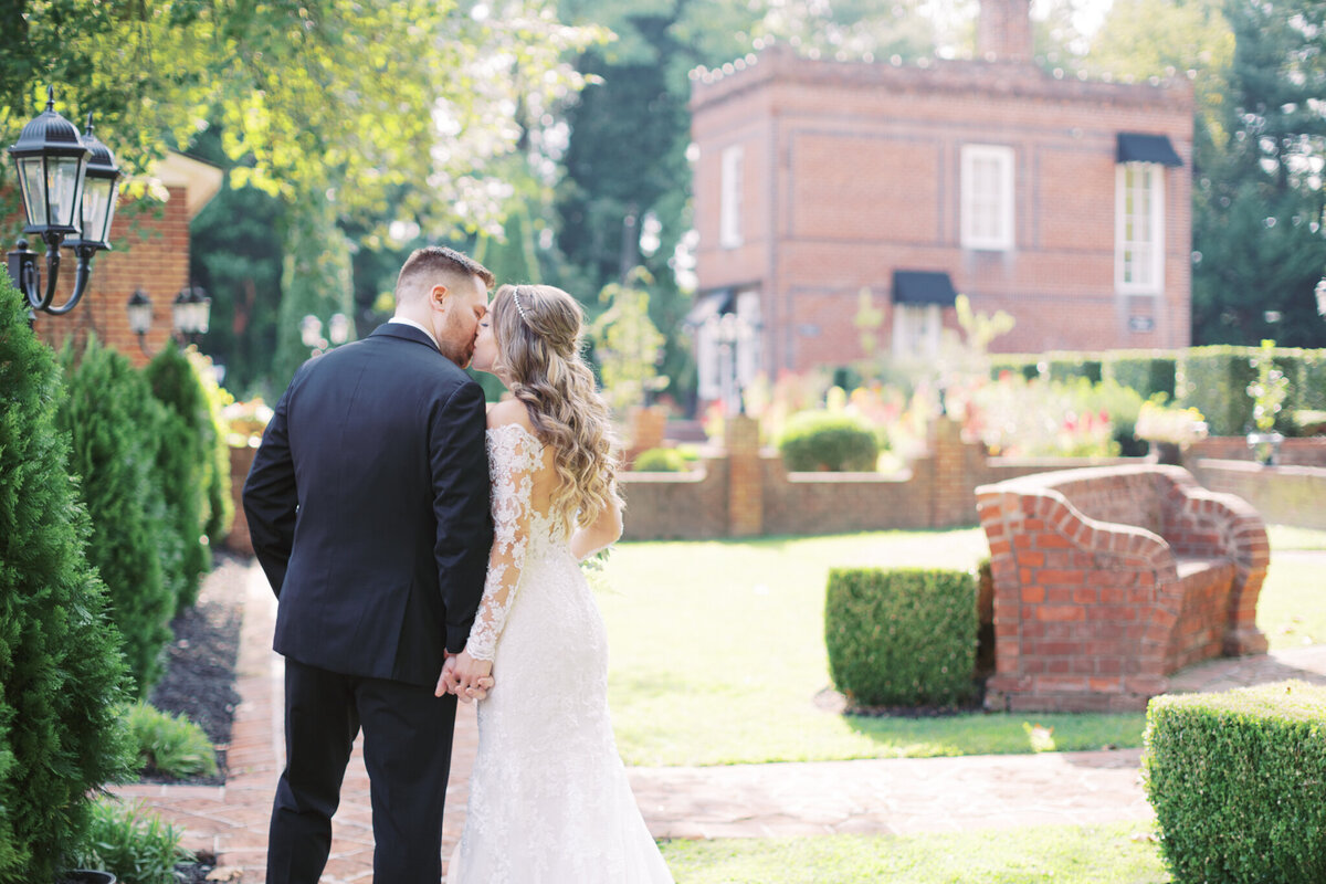 Romantic fall wedding at Historic Mankin Mansion in Richmond