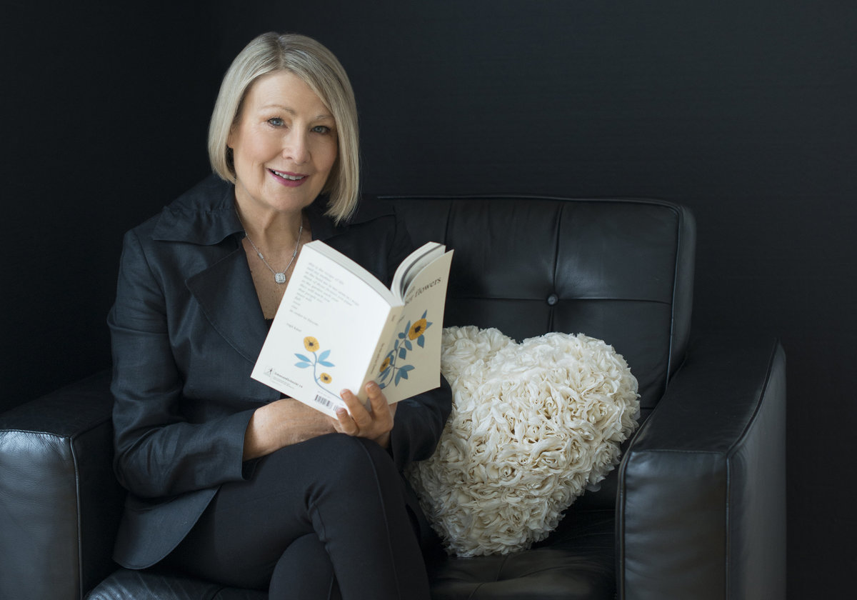 powerful  business leder headshot  woman sitting on sofa and  holding a book shot by puja misra