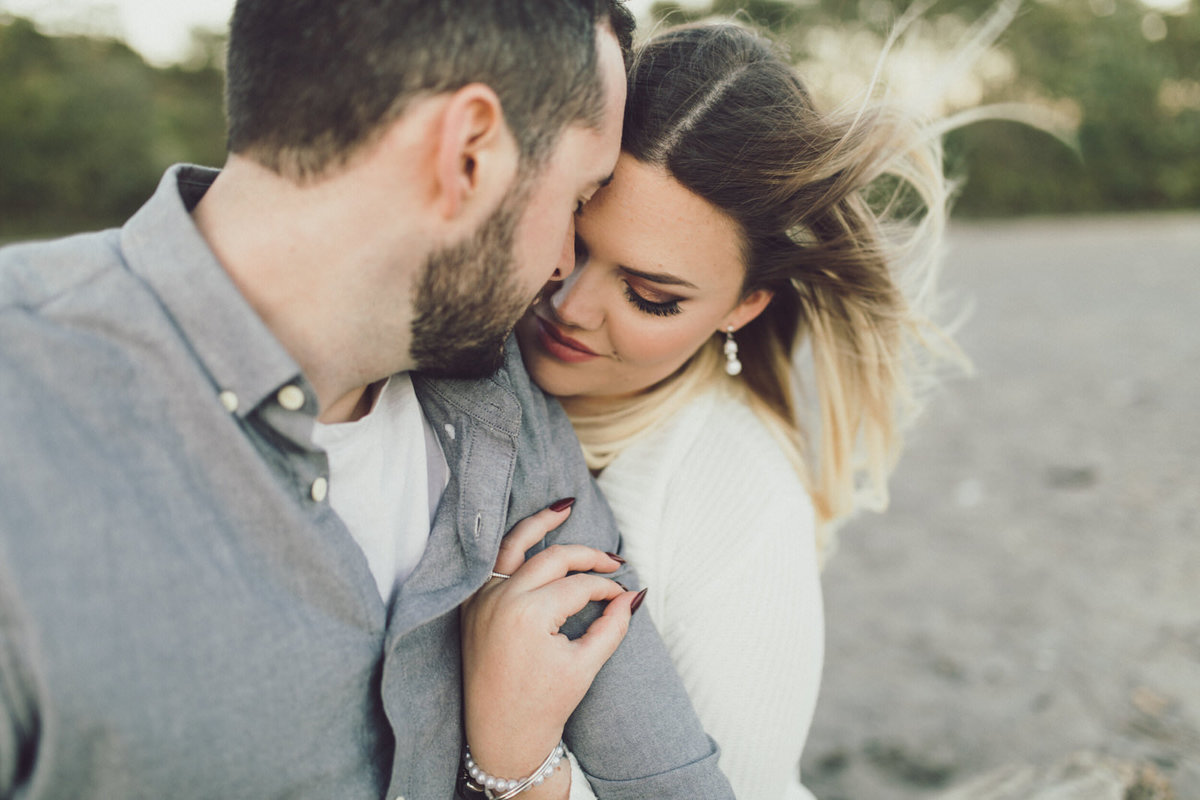 windy-engagement-shoot-scarborough-bluffs