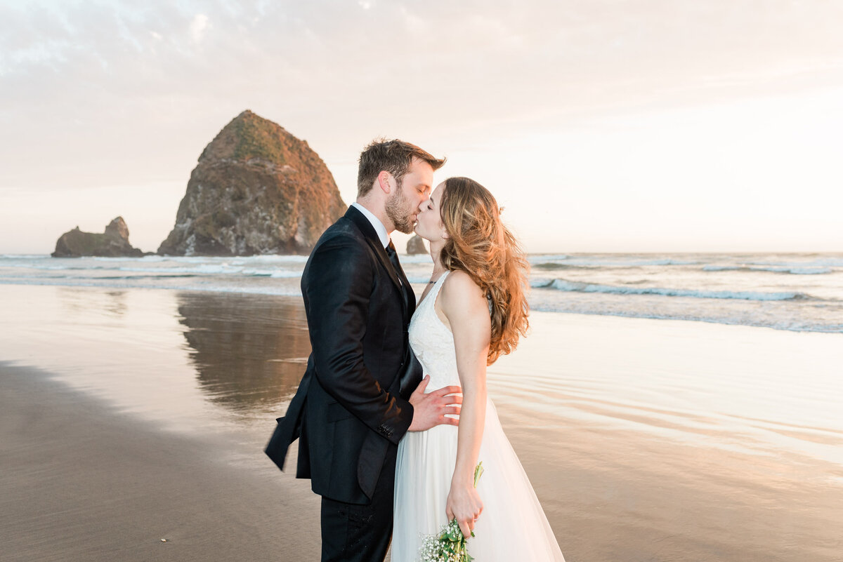 Cannon-Beach-Elopement-Photographer-73