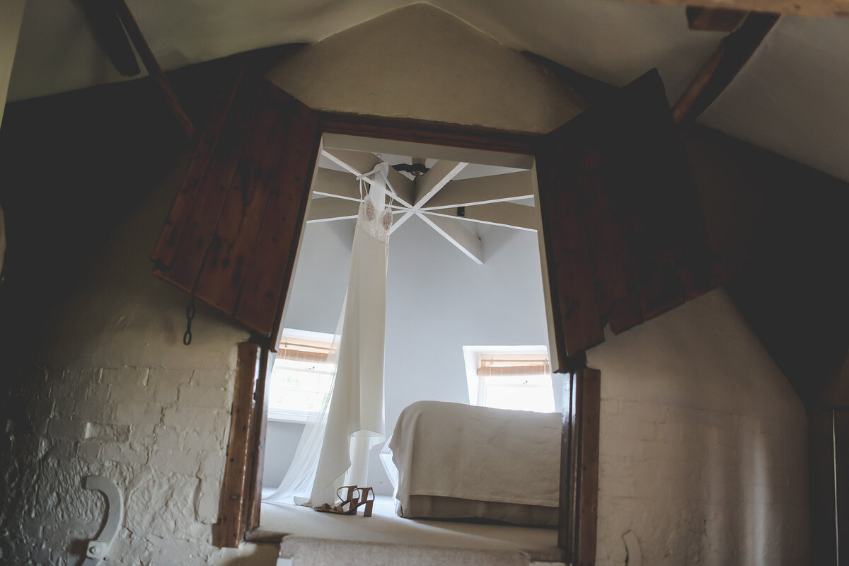 BURY-COURT-BARN-WEDDING-SUMMER-0003