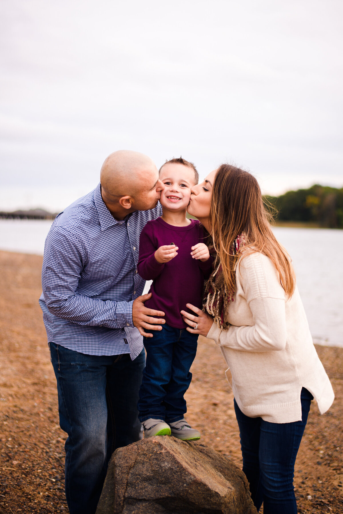 Obear Park family session with mom and dad kissing child