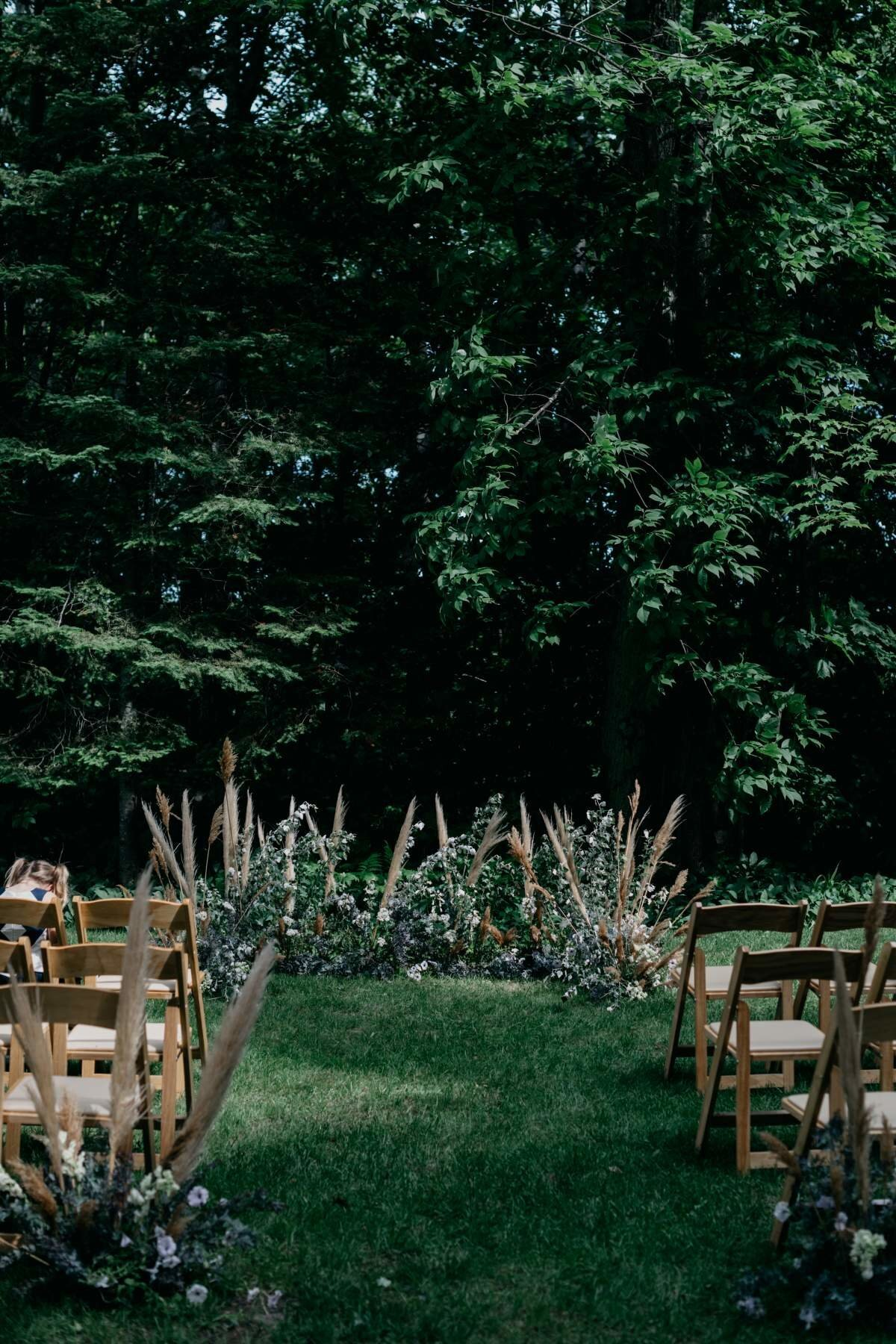 michigan-wedding-ceremony-with-pampas-grass