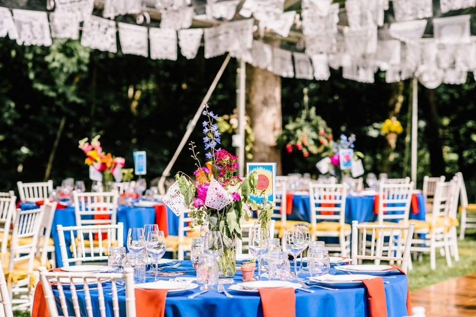 512-colorful-fiesta-backyard-wedding-ct-wedding-planner-977x650