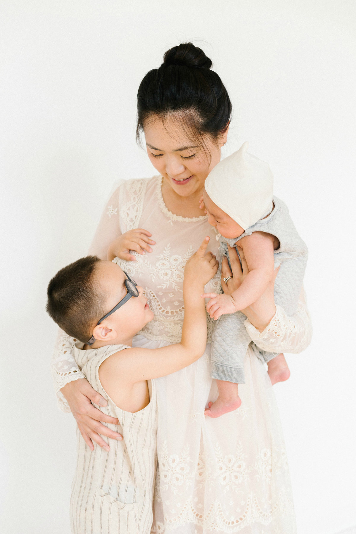 Photography of mother and children in Minneapolis studio