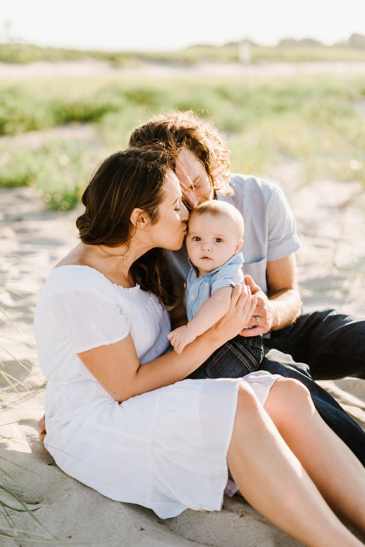 crane-beach-family-session-boston-lifestyle-newborn-photographer-photo_0010