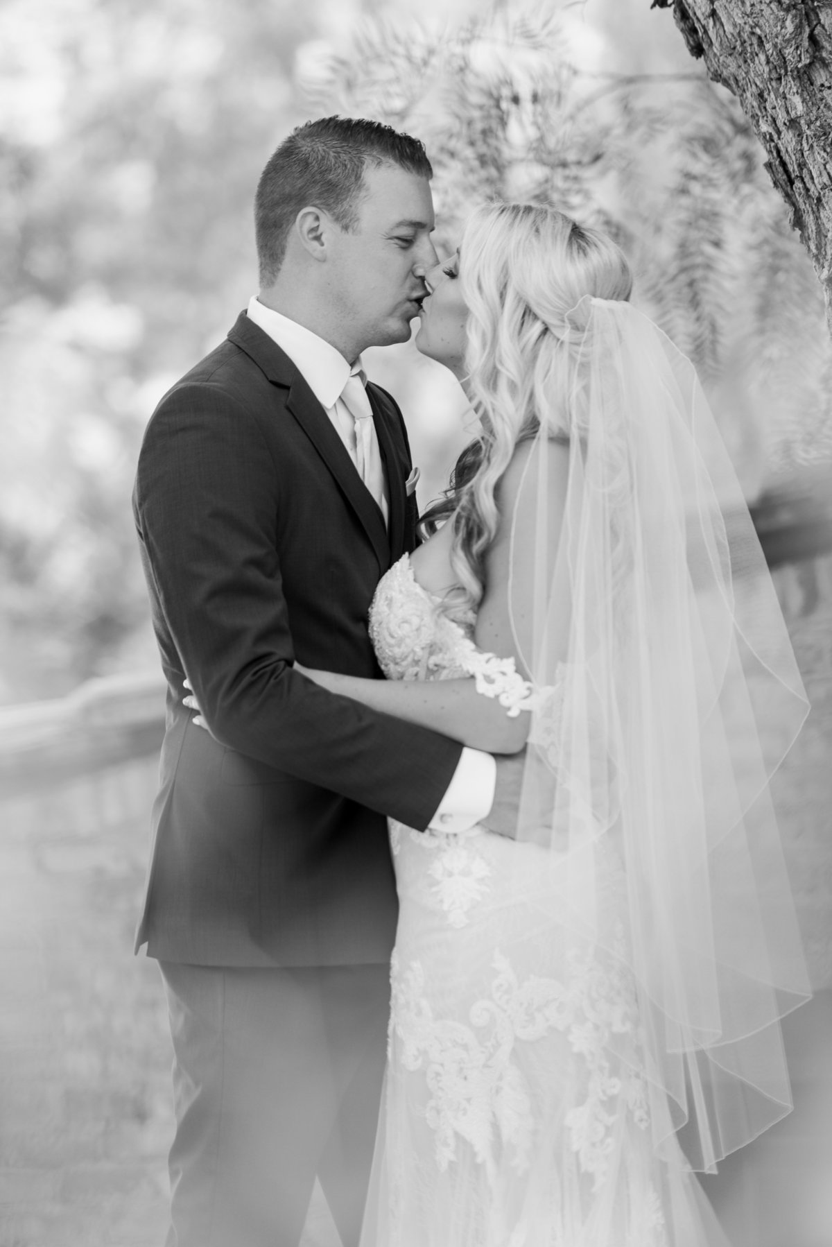 Hummingbird-Nest-Ranch-Wedding-Photos-bw-958
