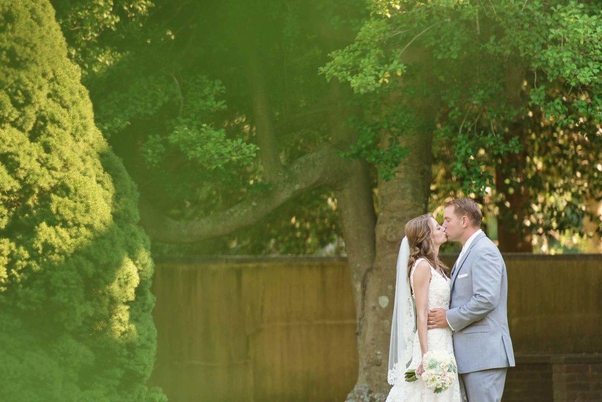 Outdoor wedding photos of bride and groom kissing at The Mansion at Oyster Bay