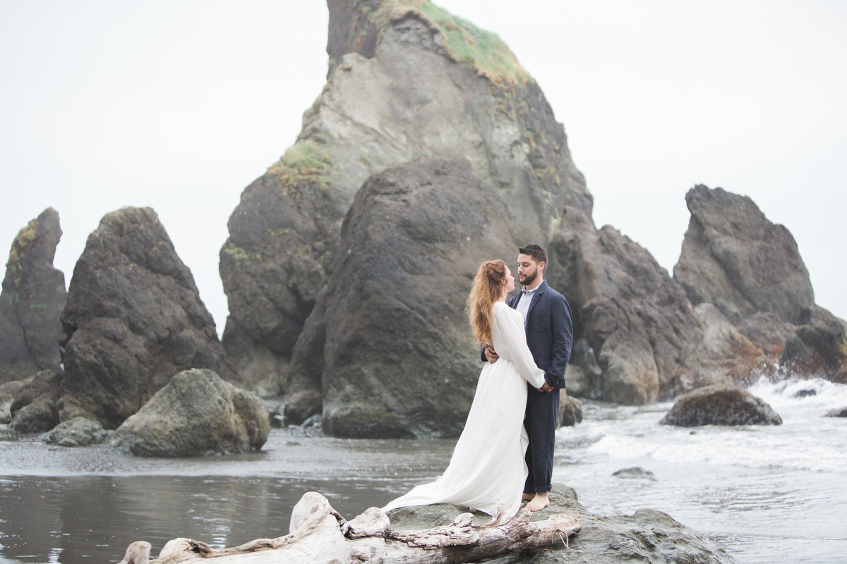 Seattle_Wedding_Photographer_Elopement_photography_Ruby_Beach