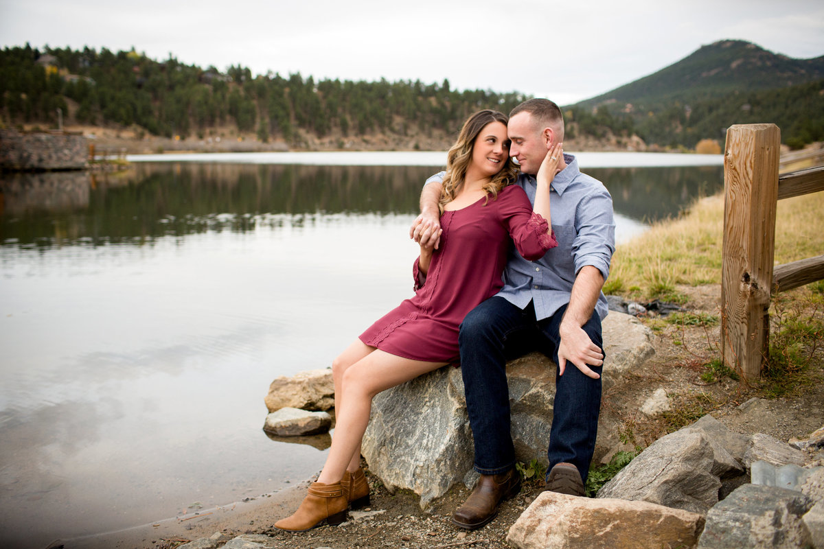 evergreen-lake-house-engagement-photos