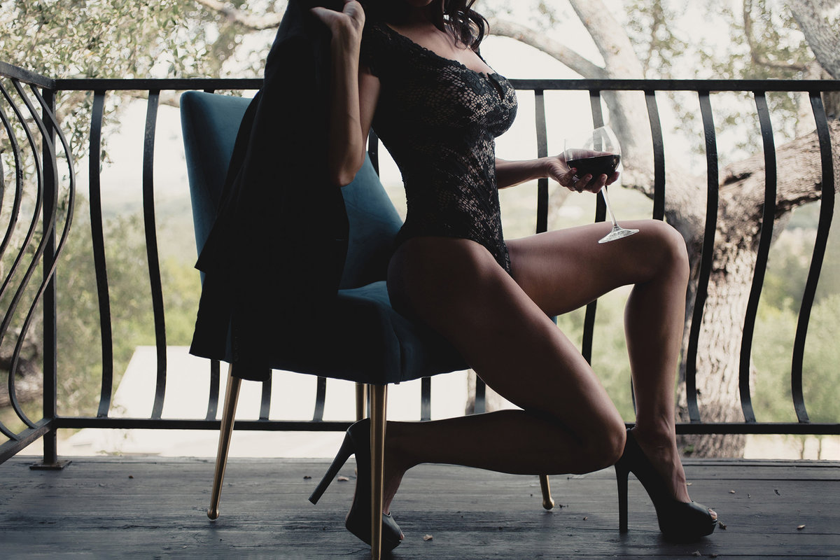 16-boudoir photo of woman on balcony with wine
