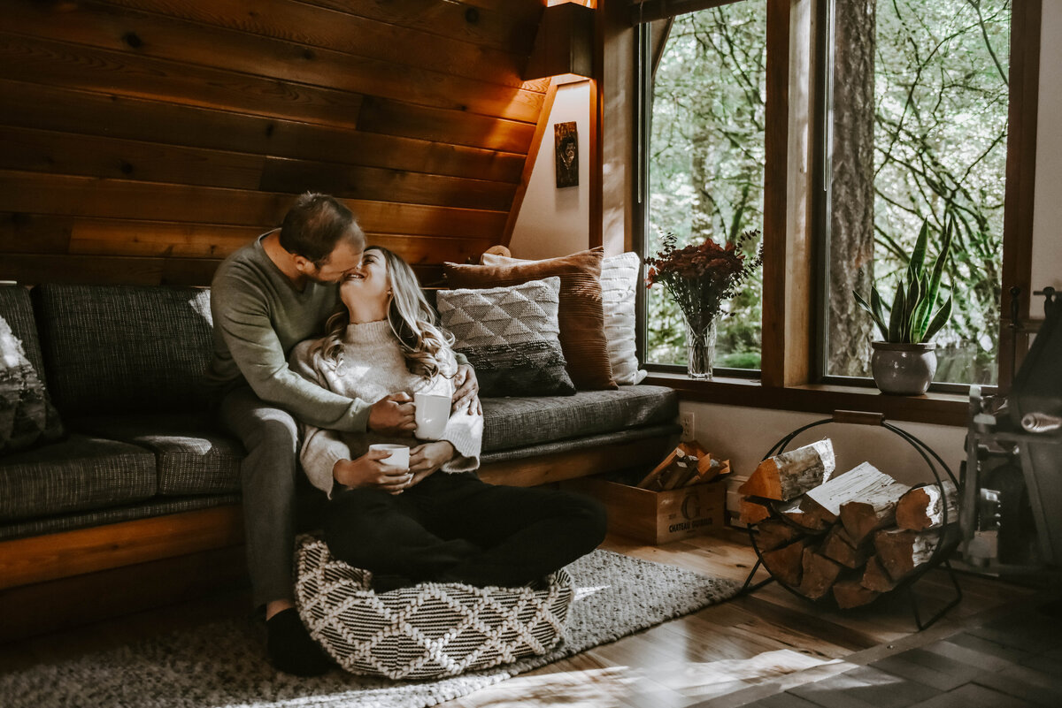 cabin-indoor-cozy-oregon-mountain-forest-photoshoot-photographer8851