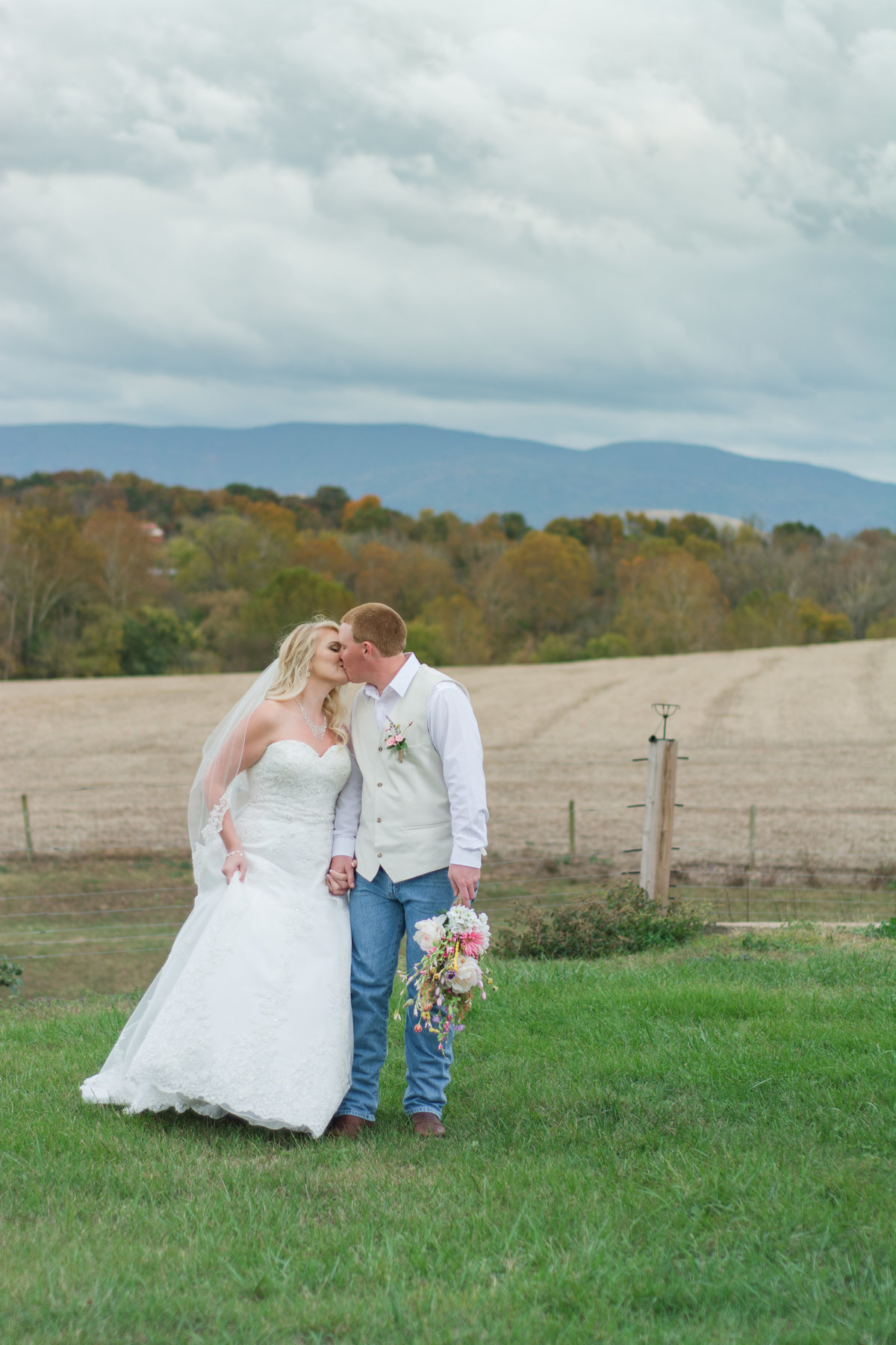 Rivercrest Farm Vacation Cabins and Event Center Weddings