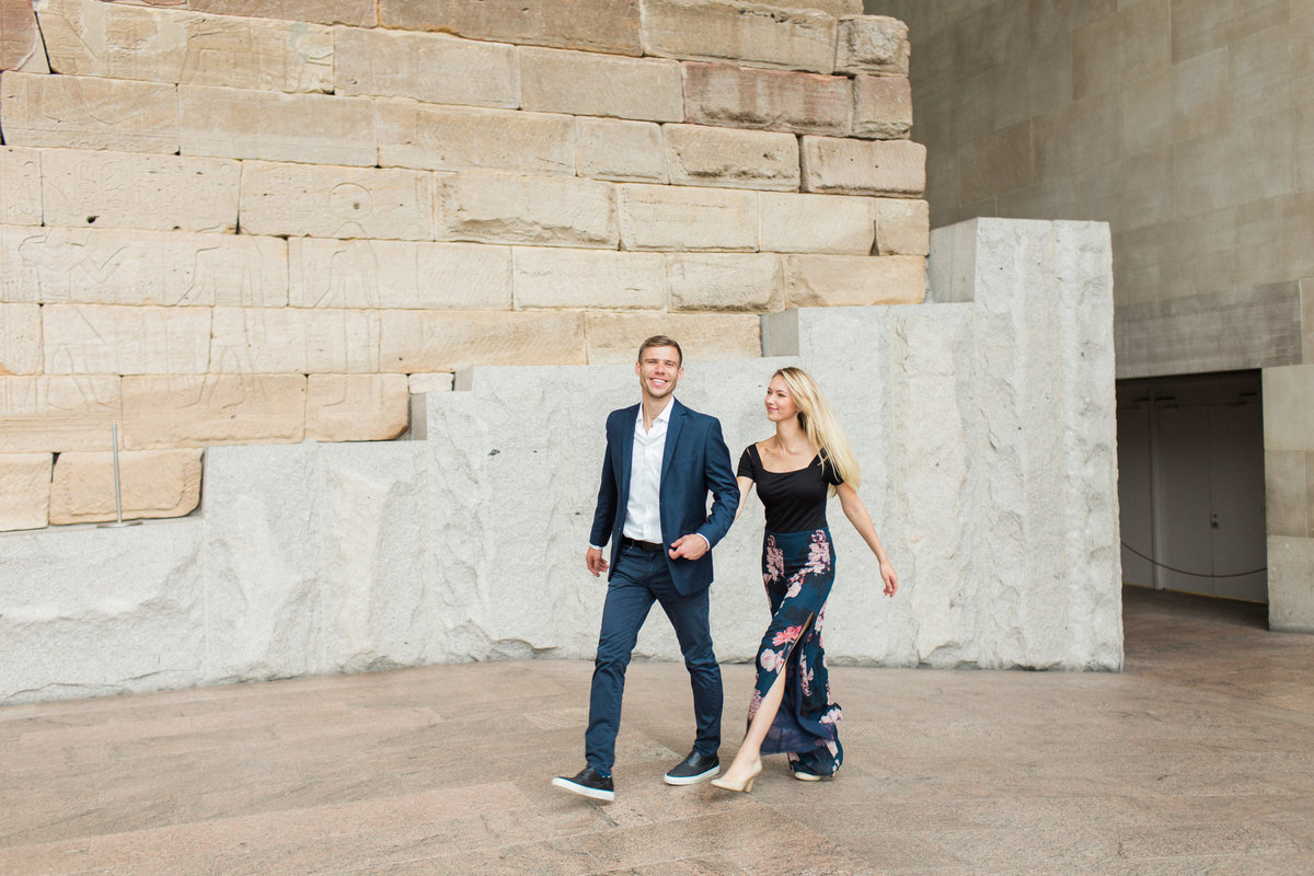 Metropolitan Museum couples session- walking- natural light