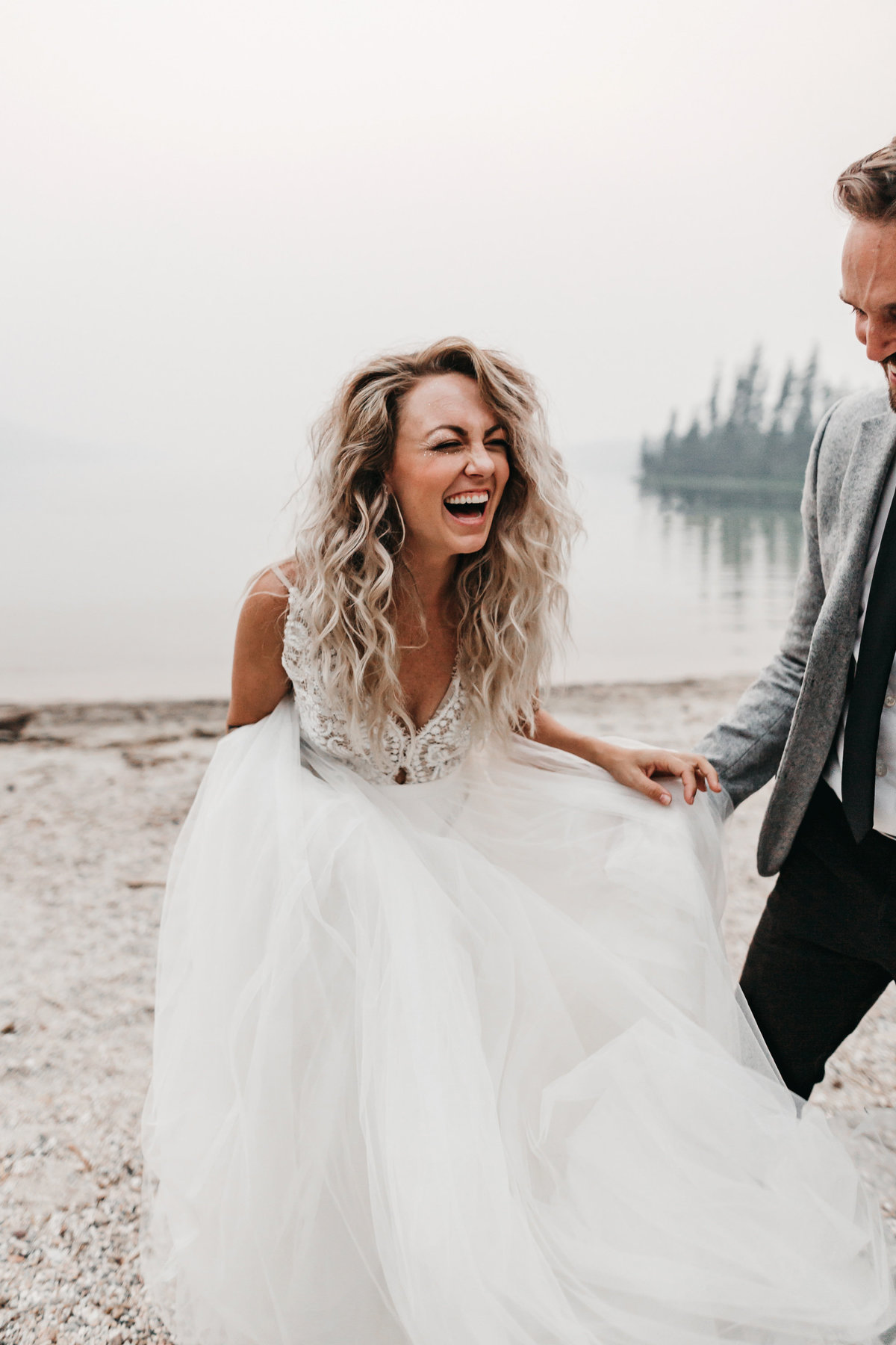 athena-and-camron-sara-truvelle-bridal-wenatchee-elopement-intimate-24-best-bride-laugh