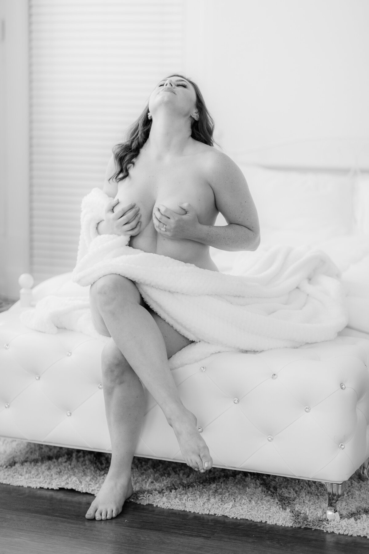 Light_and_Airy_Boudoir_Photography_White_Box_Studios-25