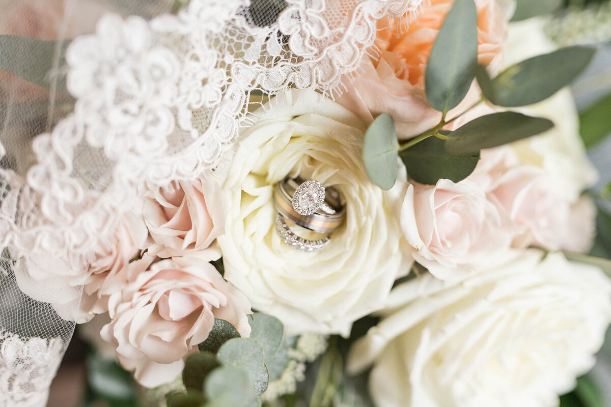 charleston wedding rings in bouquet details
