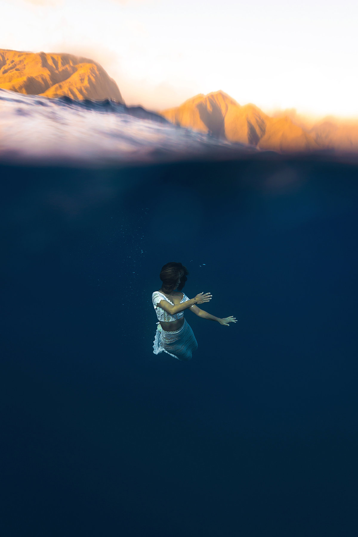 Underwater Trash the Dress Portraits-12