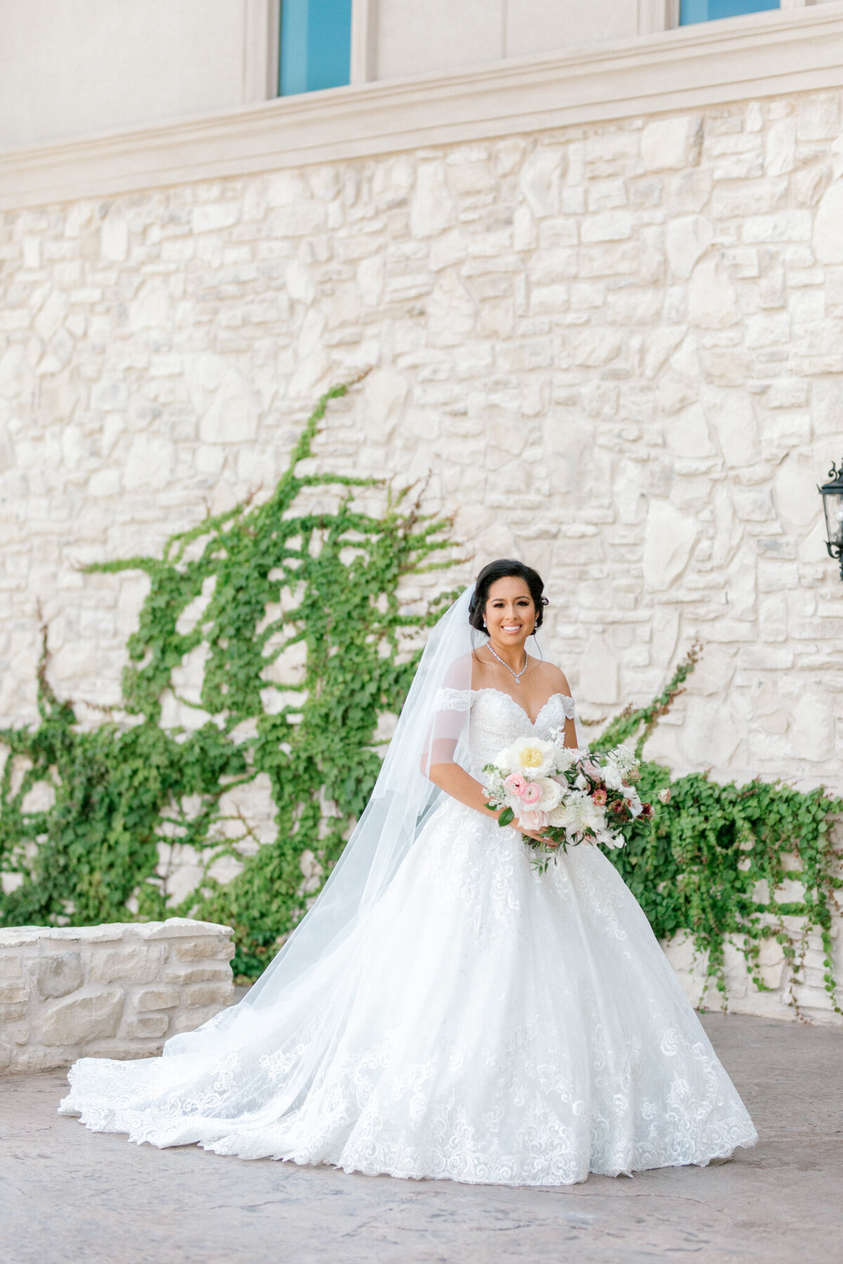 Jasmine & Josh Wedding at Knotting Hill Place | Dallas DFW Wedding Photographer | Sami Kathryn Photography-37